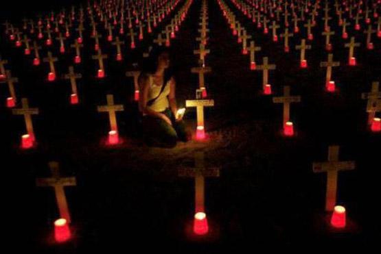 عکس پروفایل مفهومی بدون متن گورستان و شمع و صلیب